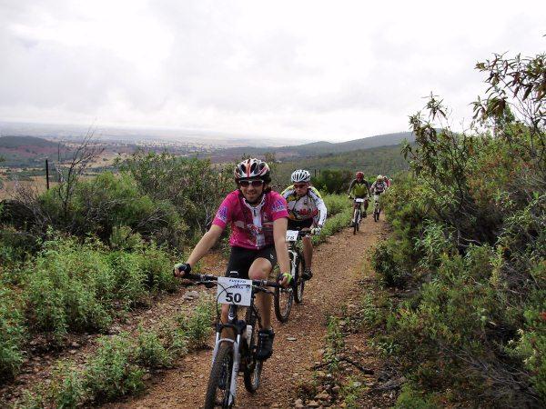 Más de un centenar de ciclistas participan en la VIII ruta 'Puerto de la Cabra'