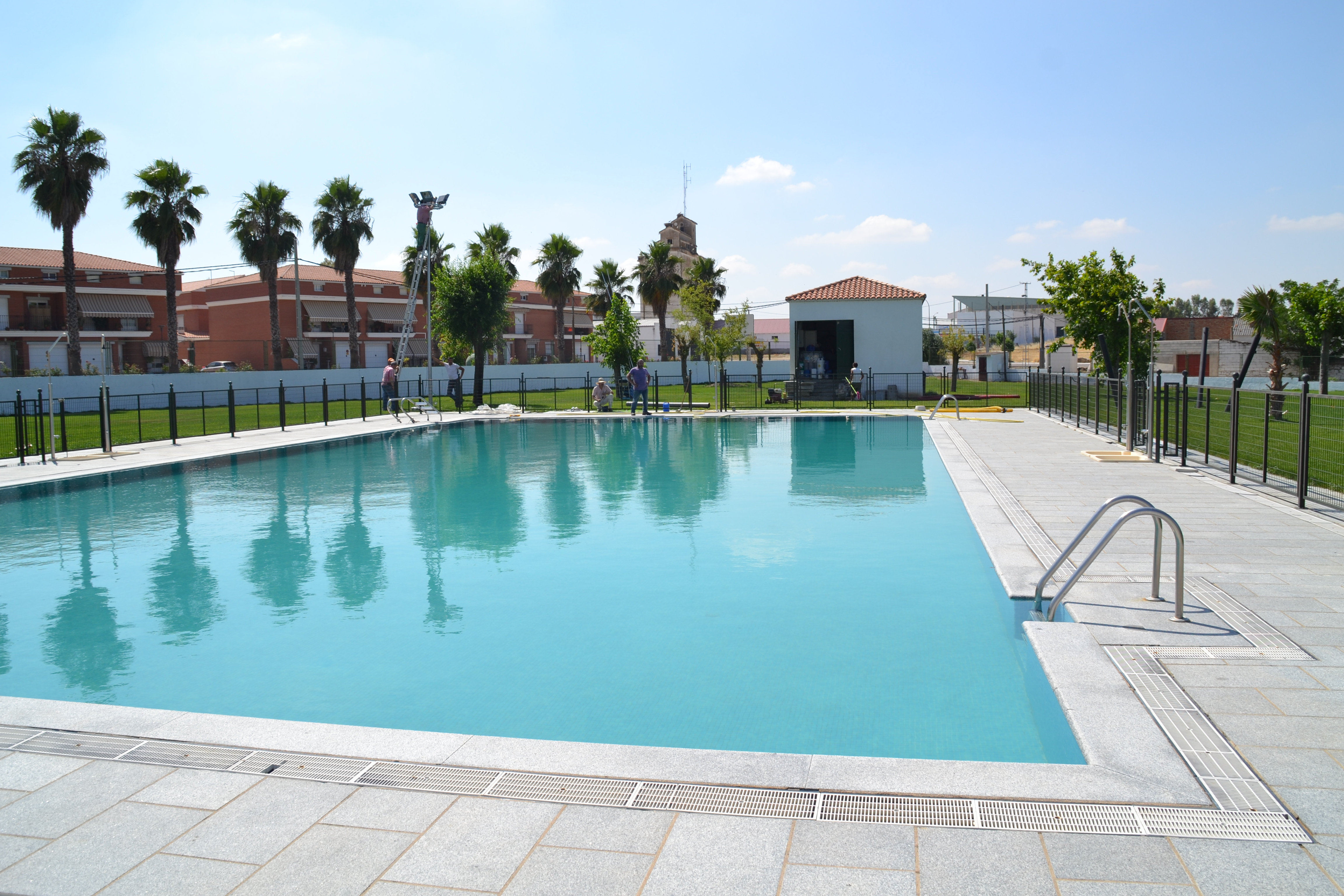 La temporada de ba o en la piscina municipal se abre este for Piscina municipal caceres