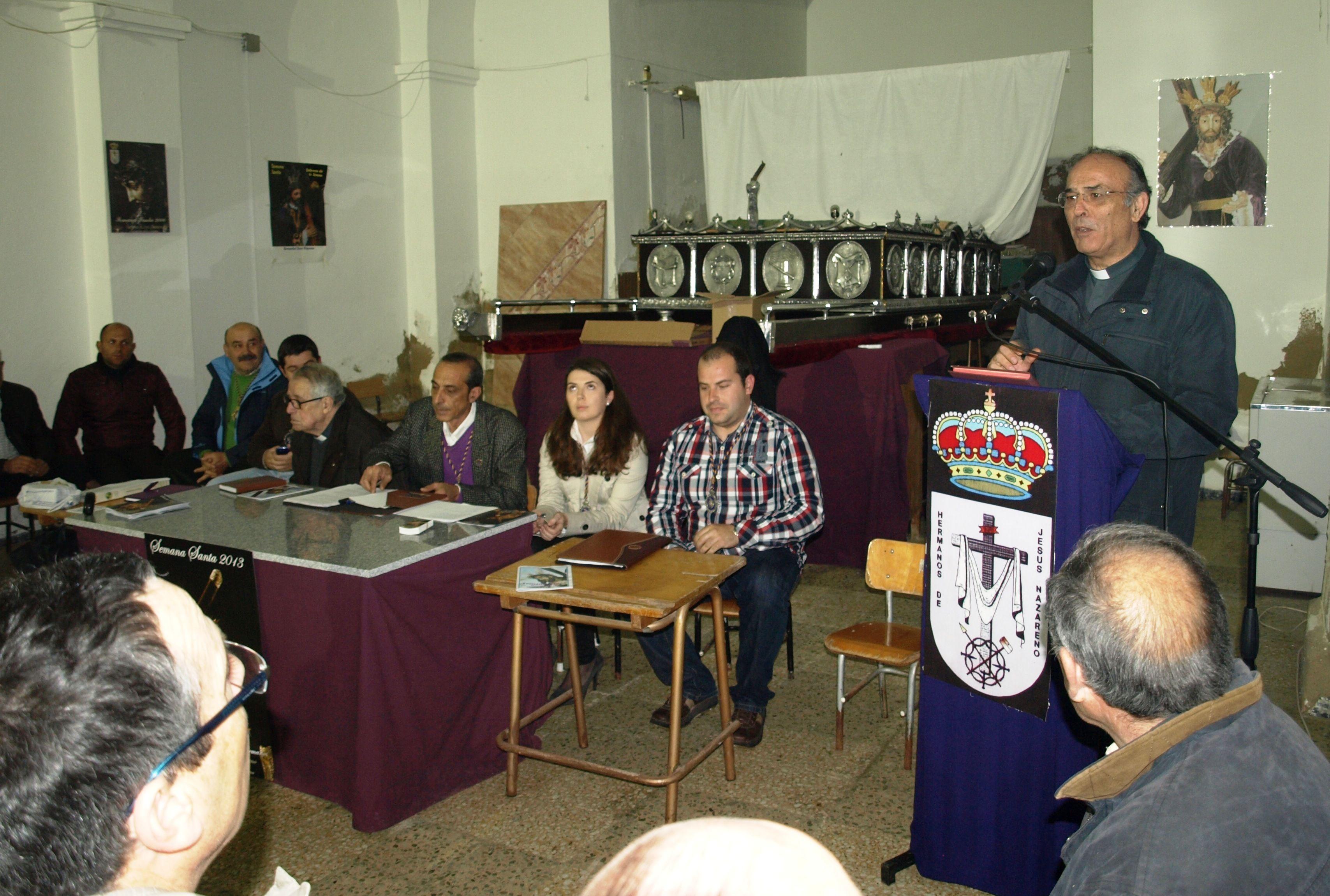 Entrega de insignias de oro por la Real Cofradía Hermanos de Jesús Nazareno