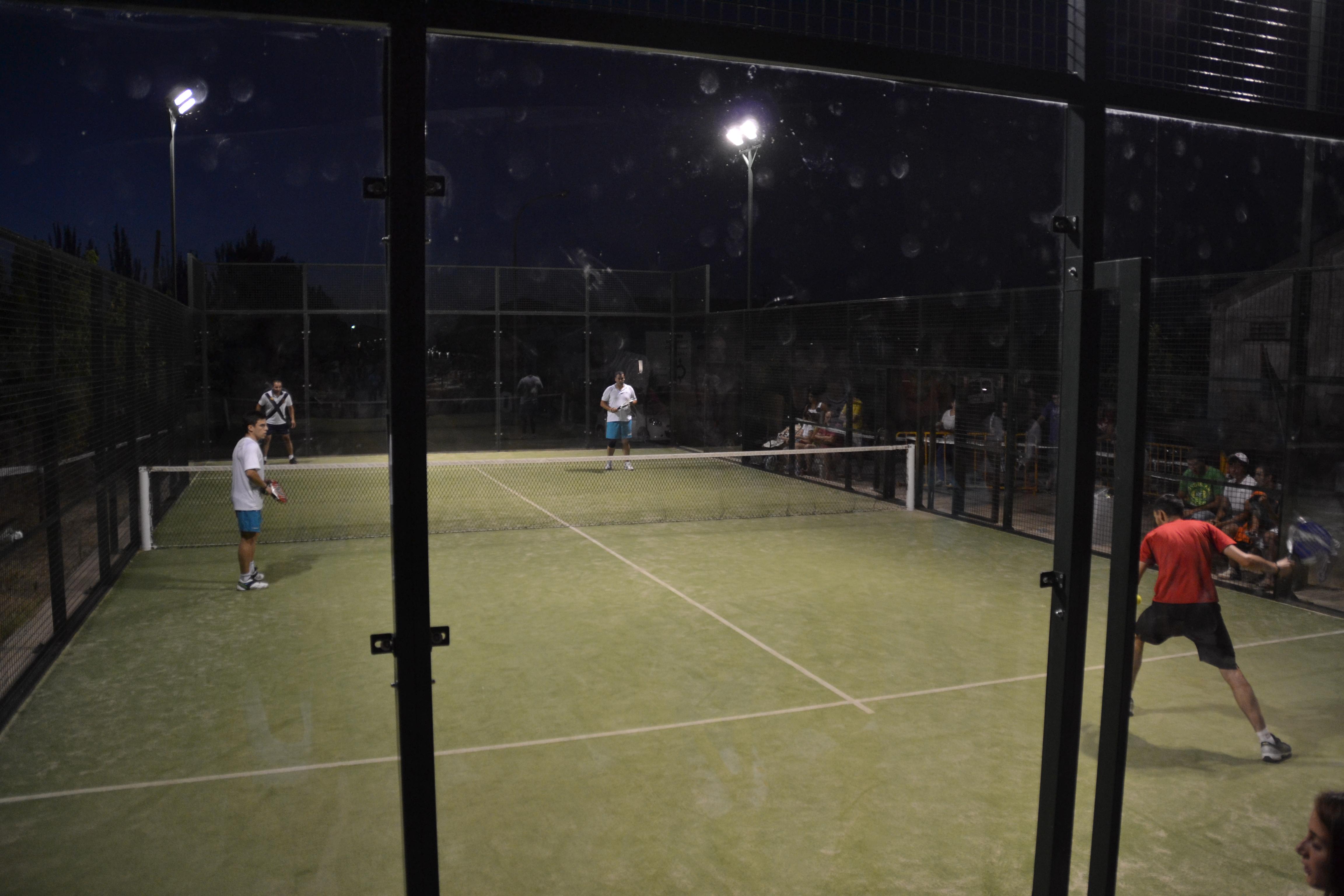 Primer torneo nocturno de pádel